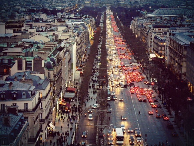 フランスのデモはなぜこんなにも大規模になったのか?|燃料税の増税だけではない。フランス国民がマクロン大統領に対してキレた理由
