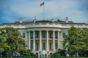 トランプは2020年の大統領選で再選できるのか?|最新の世論調査から支持率低下の理由をわかりやすく解説